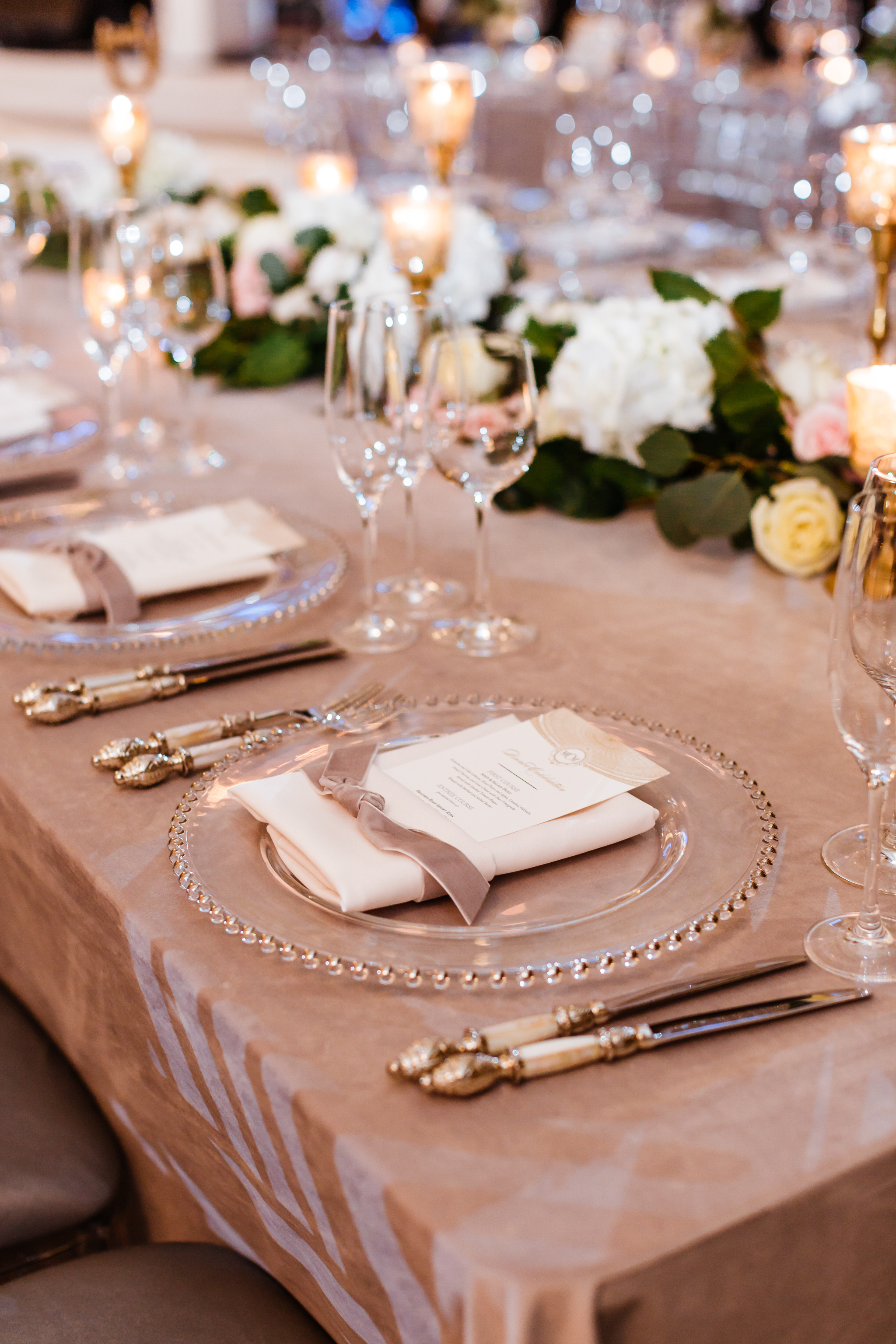 Place settings with velvet ribbon